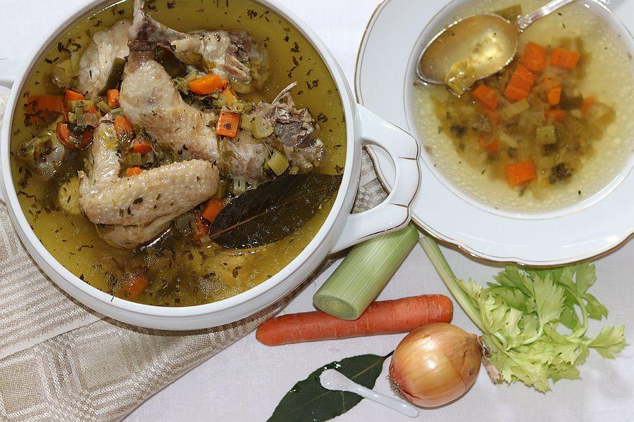 Hühnerbrühe - Rezept | Gourmetköchin Petra Braun-Lichter