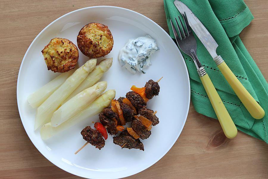 Lammfiletspießchen mit Bärlauch-Joghurt und Spargel - Rezeptbild | Gourmetköchin Petra Braun-Lichter