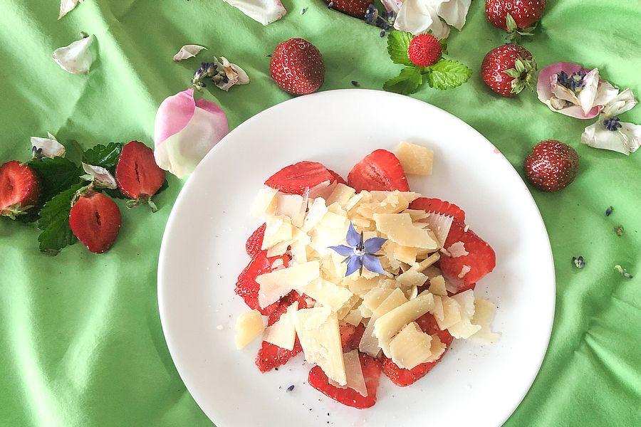 Erdbeer-Carpaccio - Rezeptbild | Gourmetköchin Petra Braun-Lichter