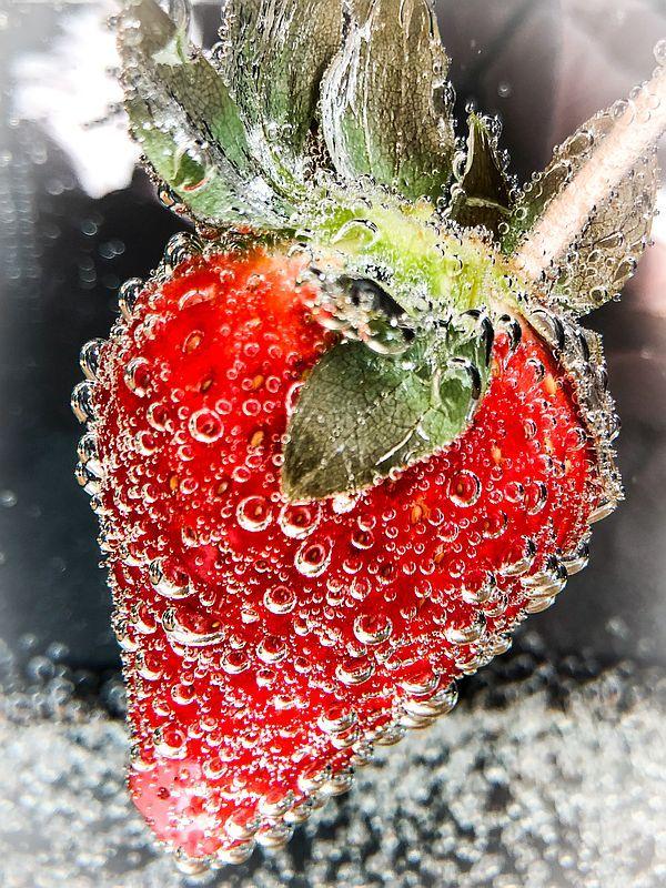 """Erdbeere - Bild für Blogbeitrag """"Der vielseitige Liebling der Deutschen: Die Erdbeere""""   Gourmetköchin Petra Braun-Lichter"""